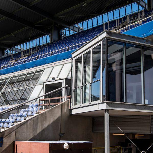 Jönsson har bygget to små tv-studier på Brøndby Stadion.