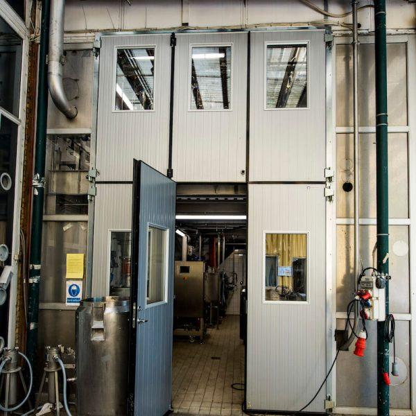 Jönsson har i fagentreprise renoveret et 14 meter højt testrum til et kæmpe kafferisteri.
