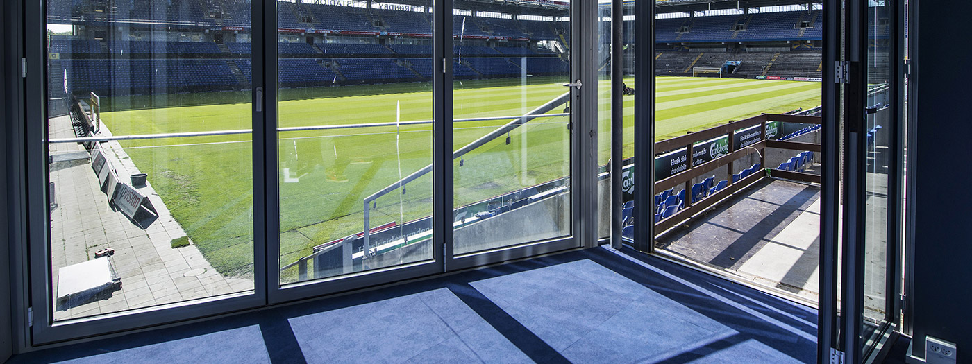 Jönsson har bygget to små tv-studier på Brøndby Stadion