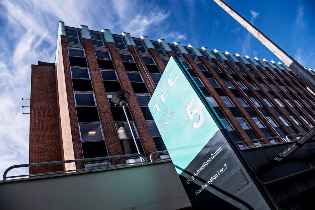 På TEC i København står Jönsson for en omfattende renovering af betonen og etablerer blandt andet et helt nyt betondæk over førstesalen.
